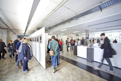 Foto: Frederik Ferschke Impressionen aus dem BMW Center Dieses Foto darf mit der Berichterstattung über das  5. Lumix Festival fuer jungen Fotojournalismus honorarfrei veroeffentlicht werden. Jede andere Nutzung ist honorarpflichtig gemaess aktueller MFM Liste und muss vor der Veroeffentlichung mit dem Bildautor abgestimmt werden.